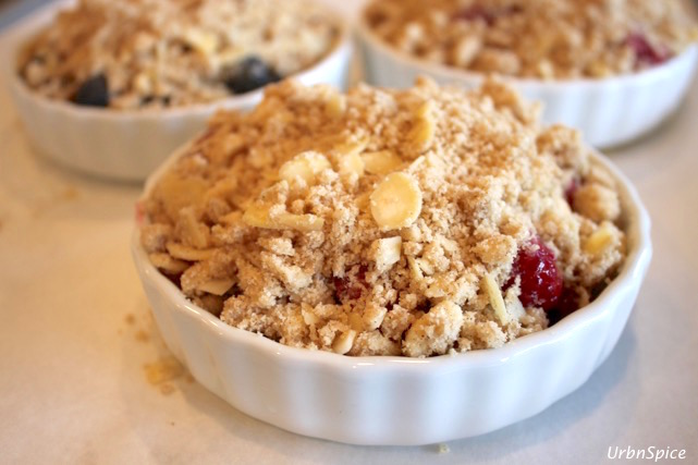 Urbnspice Ultimate Apple Crisp with the addition of mixed berries is a wonderful variation | urbnspice.com