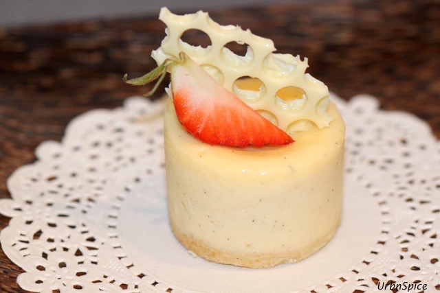 White Chocolate Mini Cheesecakes | urbnspice.com