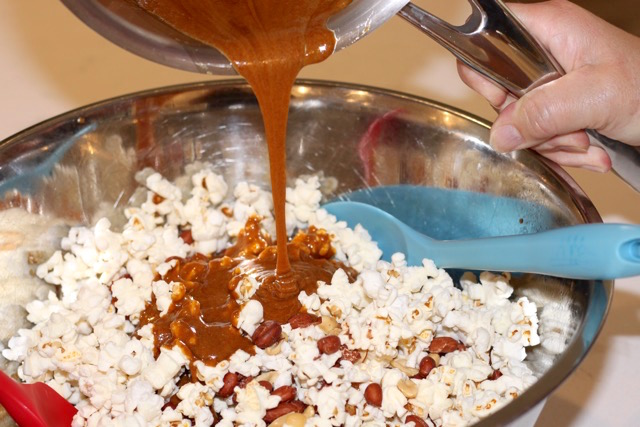 Maple Molasses Caramel Popcorn | urbnspice.com