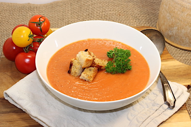 Tomato-Potato Soup with Roasted Garlic | urbnspice.com