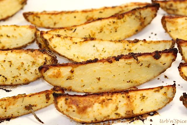 Baked Savoury Potato Wedges | urbnspice.com