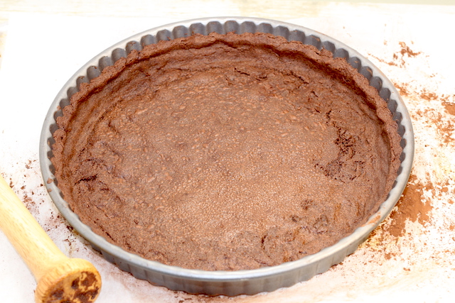 Pre-baking chocolate crust | urbnspice.com