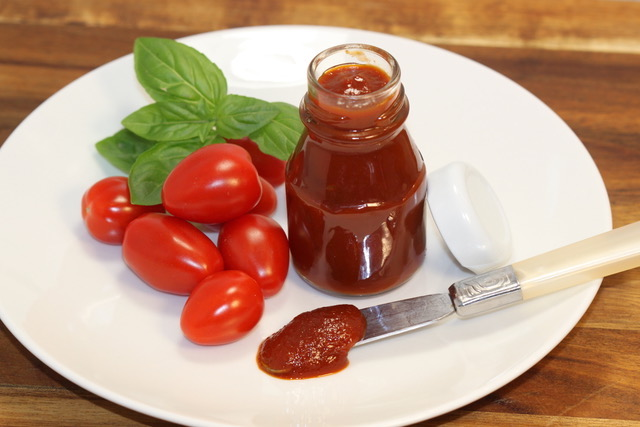 Homemade Grape Tomato Ketchup | urbnspice.com